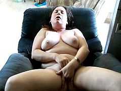 chubby, Greek MILF fingers cunt, flicks clit and cums