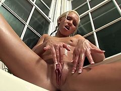 Kacey Jordan's meaty pussy gets rubbed in the shower