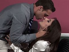 Magnificent whore Jynx Maze is just working and doing her job when a her co-workers comes to her and starts seducing her by licking her lovely and sexy neck and kissing her lips.