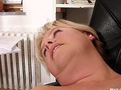 Tasty looking blond BBW lays in the chair with her legs spread wide while receiving a zealous tongue fuck into her spoiled beaver. Laters she is the one who pounds shaved pussy of brunette mom with strap on.