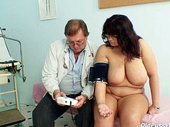 Bosomy brunette granny gets her tasty body mauled intensively by horny doctor during the medical appointment before he starts drilling it with fingers.