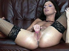 Brunette wench Lauryn May pleases herself with nice pussy fingering