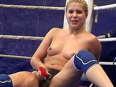 Cute blonde Brandy Smile and her opponent cat fighter chick Tigerr Benson turned catfight round in l