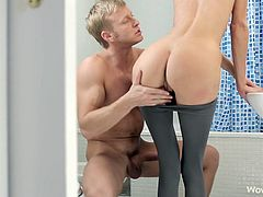 Dirty blonde likes to suck