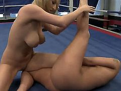 Lesbian fight is about to begin again, and it is Karina Shay and Simony Diamonds turn to face each other on the ring. Naked bitches present a really engaging show!