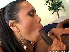 Keymore Cash pleases a guy with big black dick