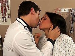 Doctor Dennis Marti finds tits of Jessica really interesting