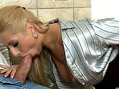 Blonde beauty Daria Glower enjoys true pleasure fucking her tight pussy in nasty session