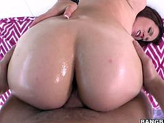 Bubble butt hottie Lizzie Tucker oils her big ass and lets some guy play with it. Then she stands on all fours and lets the man fuck her juicy cunt doggy style.