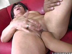 Pale naked mature whore with short black hair gets her cunt fisted to intensive orgasm by dark skinned stud with hot body and stiff meaty cannon and gets drilled deep