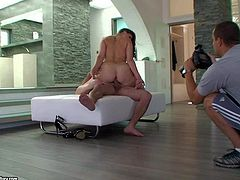 This backstage video features curvy brown haired babe Paige Turnah with juicy tits and ass posing naked and showing off her feet. She takes off her pink shoes and she poses totally naked on the floor.