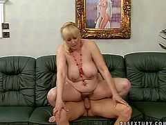 Mature short haired fat blonde whore Beverly with bog natural knockers and pale skin gets her hairy twat licked by young buck to screaming orgasm on black couch in kinky action