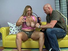She's chubby and perhaps she wants to loose some weight but working out with those weights is not the best option for her. Bbw Samantha finds out how fun physical exercises can be when the bald guy tells her to put down those weights and spread her thighs. Now she's working out a lot better!