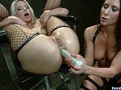 Wanted to see a real hot fetish sex blondie verses brunette? Well, Anikka Albrite and Ariel X are in some wild action!