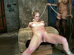 This honey has a passion that helps her out with standing that pain. Babe gets oiled up and hanged up her neck. Oh, man this is so fucking hard!