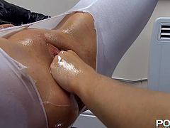 Cathy Heaven is fucking shaved puss of Victoria Summers