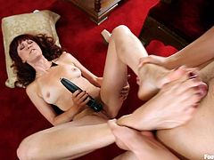Have a look at this redhead milf's amazing body in this foot fetish scene where she ends up giving a guy a great footjob.