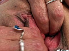 Bosomy granny Vanda teases her ruined clit with stethoscope