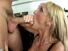 Blonde slut likes having huge cock penetrating her so fine and filling her with warm jizz