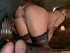 Mia Lelani gets mouth-fucked and enjoys a toy in her pussy