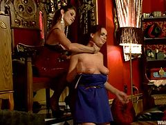 Ashley Graham takes her clothes off and gets spanked by Felony. After that she gets her tits and pussy tortured. Later on she gets fucked with a strap-on in her mouth and vagina.