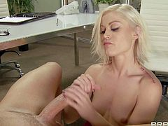 Ash Hollyhood gets sucked by Brandy Love