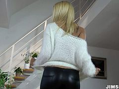Juicy ass of blonde lady Cherry Kiss looks fucking hot in those tight leather pants. I would love to bury my head between her thighs...