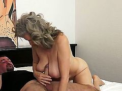 Beautiful mature babe with awesome saggy boobies and an sexy gray hair Aliz has some experience behind her shoulders and is showing to the guy the way of real sex.