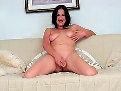 Teen Evelyn Cage howls as she dildo fucks her beaver