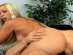 Blonde Robyn Truelove and John Strong have oral sex on camera for you to watch and enjoy