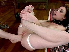 It's a foot fetish lesbian femdom video with Aiden Starr playing with Veruca James and even fucking her pussy with her feet.