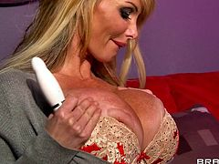 That goddess body and her huge round boobs are more then enough to turn on a man. British mom Taylor is not only a sex bombshell, she's lustful too and needs to take care of that itch between her thighs. For that she has a small dildo but Danny's hard cock is much better!
