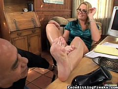 Sexy blonde enjoys naughty foot fetish