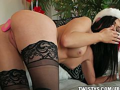 Classic brunette babe has a good Christmas present for herself. She teases and penetrates her asshole with dildo for ecstatic feelings.Don't miss it!