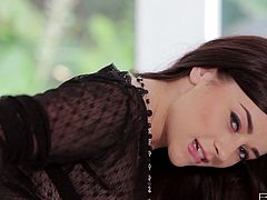 Taylor Vixen is the complete package. She has a knockout body, with big yummy boobs and what a lovely face she has! She's more than eager to show off her tits and to squeeze them hard! Dude, that babe is absolutely one of a kind!