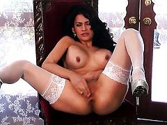 Vanessa Veracruz taking dildo in her slit