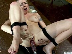 This fetish lover Lorelei Lee always gets what she wants. Babe wants to be bondaged and poked by a fucking machine up her tight asshole!