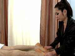 This hot Asian masseuse is a real pro when it comes to pleasing men and once she gets the basic rubbing out of the way, the blowjob becomes the focus of her enthusiastic efforts! Dude that babe is absolutely one of a kind!