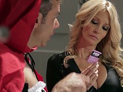 Jessica Drake works undercover to catch bad guys. She dresses as a cheerleader and fucks a suspect.