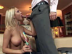 Horny and busty blonde hottie Mandy Dee enjoys in playing with her horny hunk Ian Scott and his hard lollipop on her knees in the living room and enjoys