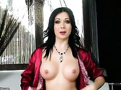 Angell Summers shows her love for pussy fingering