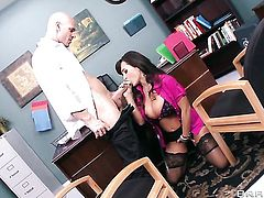 Johnny Sins plays with moist love tunnel of Lisa Ann before he fucks her hard