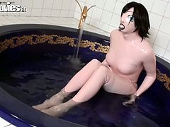 Well, this weird but hot chick is surely a great wanker. Kinky nympho is in latex suit. She sits in the water and you can see an ugly mask instead of her face. Slim bitch with nice butt desires to masturbate right in the water. Just play press and see her with your own eyes in Fun Movies sex clip.
