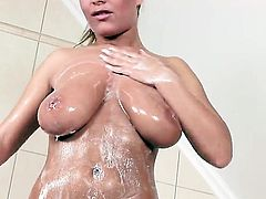 Jessica Moore is too hot to stop masturbating