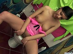 Alluring girl Sophia has got a sweet smile. She is also well shaped model with perky appetizing tits. Sophia pisses in a toilet in front of the camera. Then she inserts big fat dildo in her asshole. Sophia moves the tool in and out fast performing hardcore anal masturbation session.