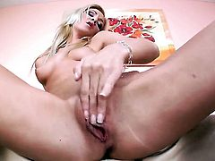 Cameron Gold loves masturbating for you to watch and enjoy