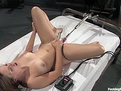 This desirable and sizzling siren Chamille is in love and passion. Babe gets a pink edged fucking machine, making her reach orgasm.