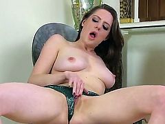 Samantha Bentley feels so damn horny when she plays with her horny pussy like a pro