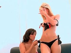 Watch the cool scene with Sammie Rhodes and Sunny Leone spending cool time together. Both amazing chicks are going to take everything off before licking wet twats.