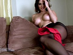 Sunny Leone is horny and in great need to play dirty with her warm pussy